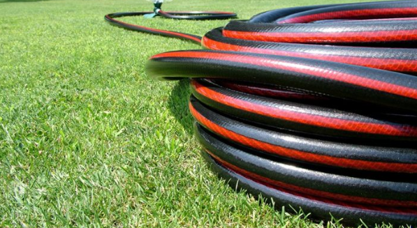 neverkink garden hose reviews (hose laying on grass in coiled position)