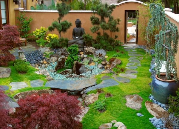 Sculpture of Buddha in the center of a garden.