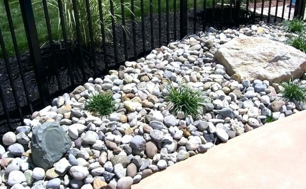 A short and small dry creek bed.