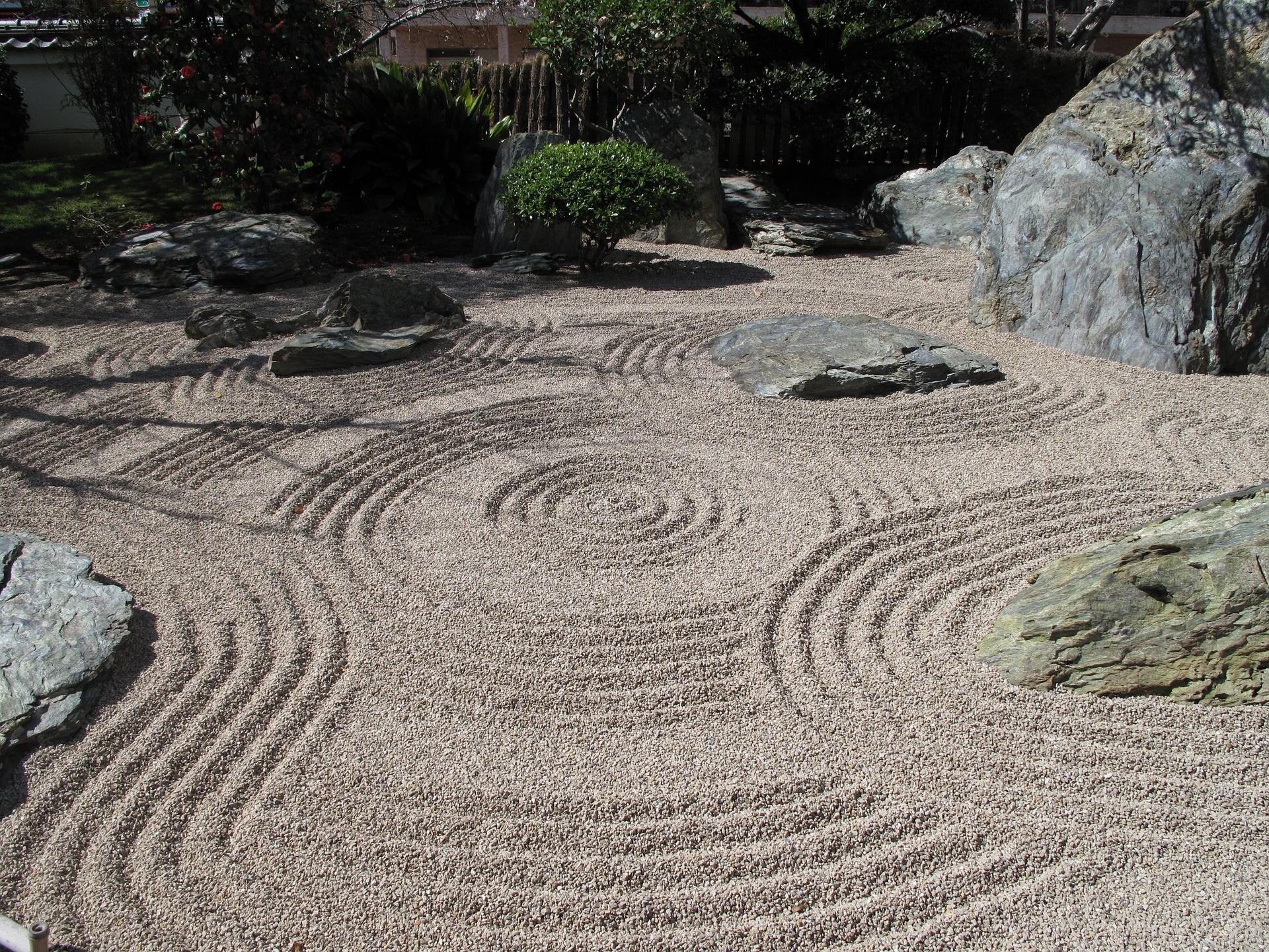 Backyard zen garden with a pattern of circles.
