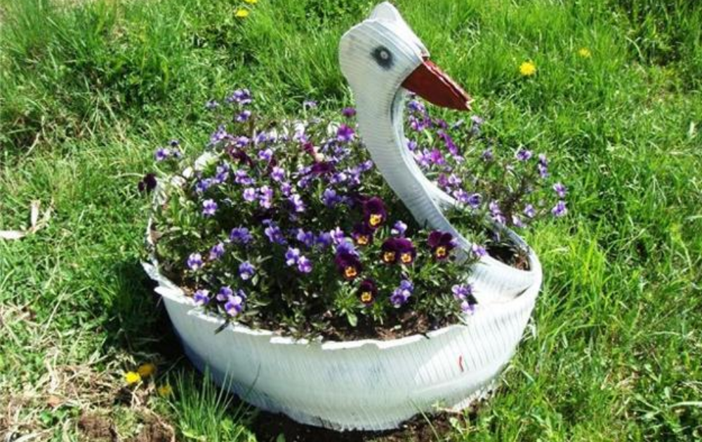 Tire duck structure painted white.